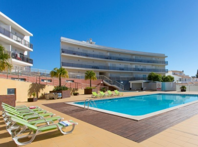 2 Bed Apartment in Albufeira with Pool, Wi-Fi, UK TV & Views