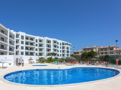 2 Bed apartment in Olhos d'Agua with pool, tennis & Wi-Fi