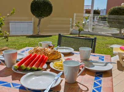 2 Bedroom Apartment with terrace, pool & BBQ near Galé