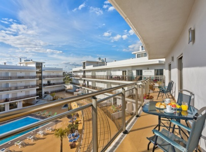 Luxury Apartment in Albufeira with Pool View, WiFi, UK TV