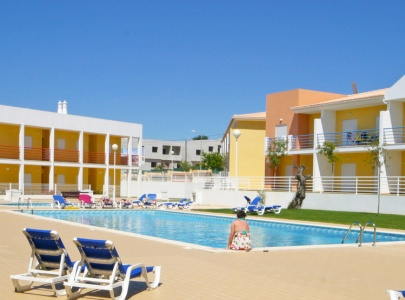 Super 2 Bedroom Apartment with terrace, pool & BBQ near Galé Beach